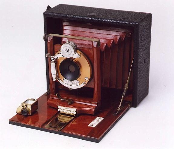 This folding camera was manufactured by the Sunart Photo Company of Rochester, New York.